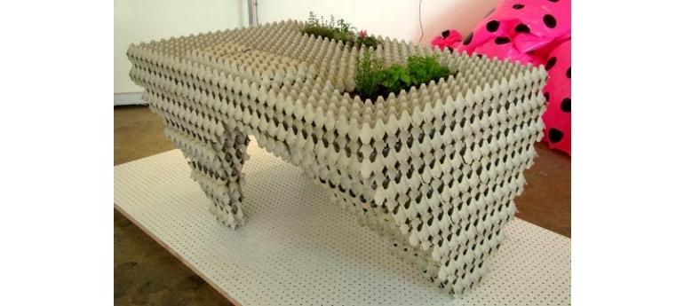 meble z upcyclingu wytlaczanki po jajkach